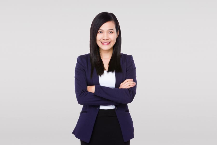 young-businesswoman-EX9GPMT-1.jpg